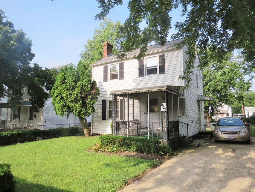 Photo of home for sale at 687 DAWSON Avenue N, Columbus OH