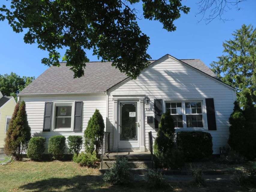 Photo of home for sale at 520 Chatham Road, Columbus OH