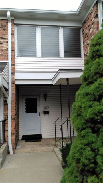 Photo of home for sale at 5362 Yorkshire Village Lane, Columbus OH