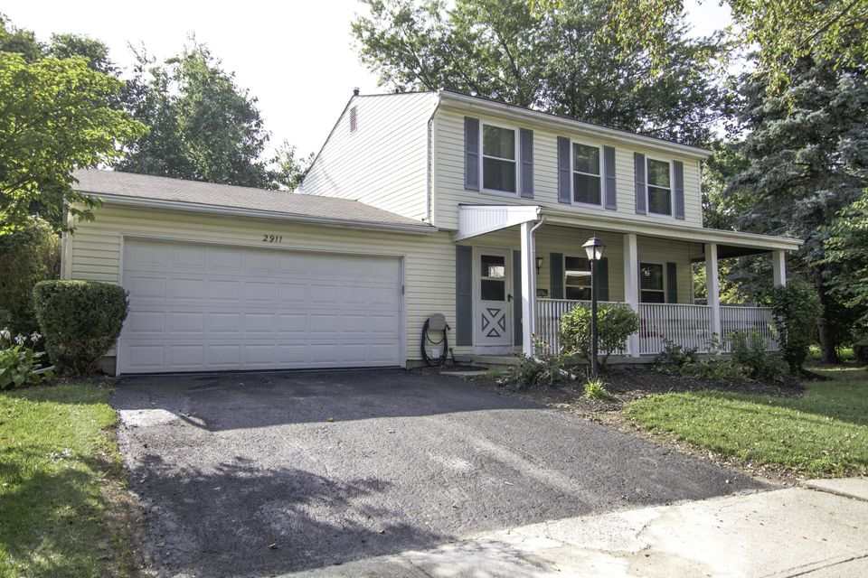 Photo of home for sale at 2911 Silverton Court, Columbus OH