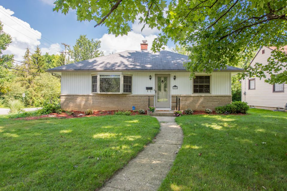 Photo of home for sale at 2278 Edgevale Road, Columbus OH