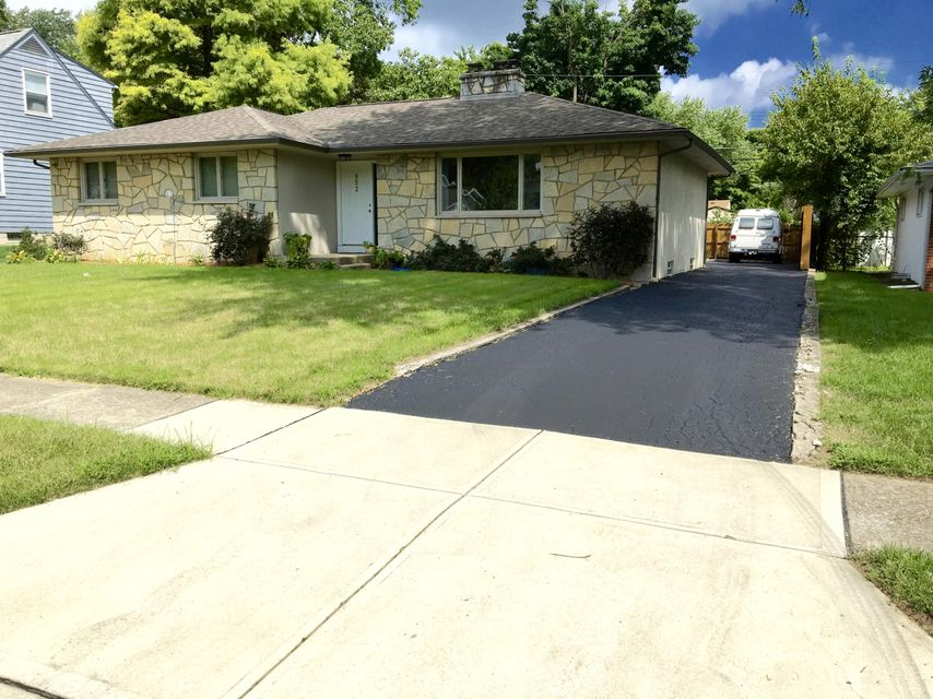 Photo of home for sale at 952 Oberlin Drive, Columbus OH