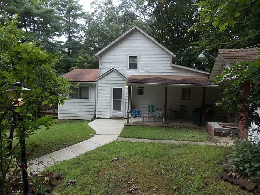 Photo of home for sale at 3980 Chicken Coop Hill Road SE, Lancaster OH