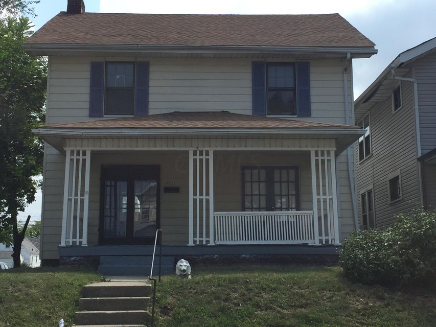 Photo of home for sale at 1306 Oakwood Avenue, Columbus OH