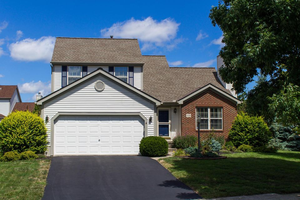 Photo of home for sale at 5320 Beringer Drive, Hilliard OH