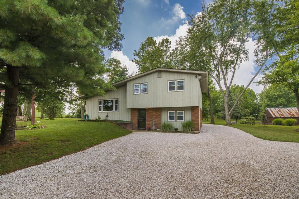 Photo of home for sale at 3747 Cedar Hill Road NW, Canal Winchester OH