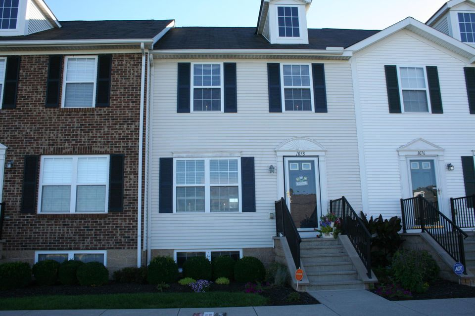 Photo of home for sale at 1078 Shady Lake Drive, Columbus OH