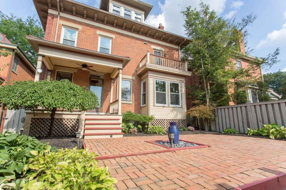 Photo of home for sale at 432 5th Avenue W, Columbus OH