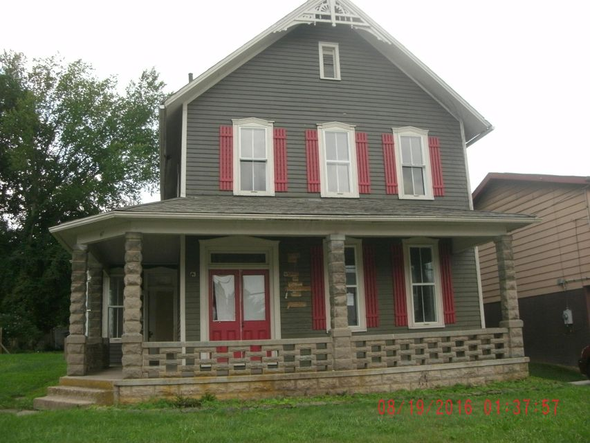 Photo of home for sale at 47 GAINOR Avenue, Newark OH
