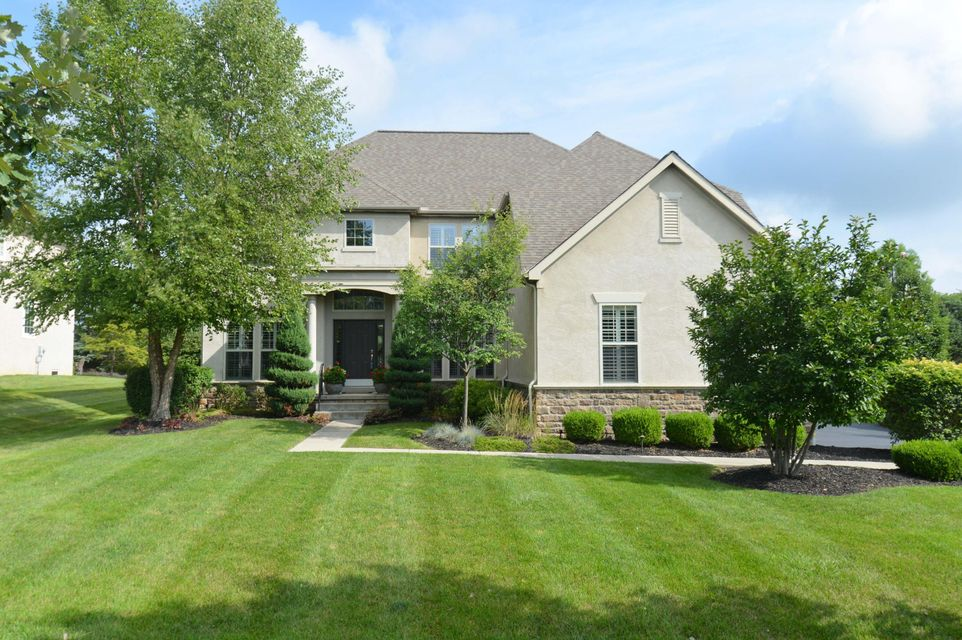 Photo of home for sale at 7204 Rob Roy Drive, Dublin OH