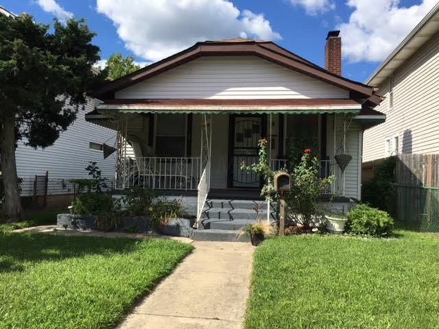Photo of home for sale at 798 Starr Avenue E, Columbus OH