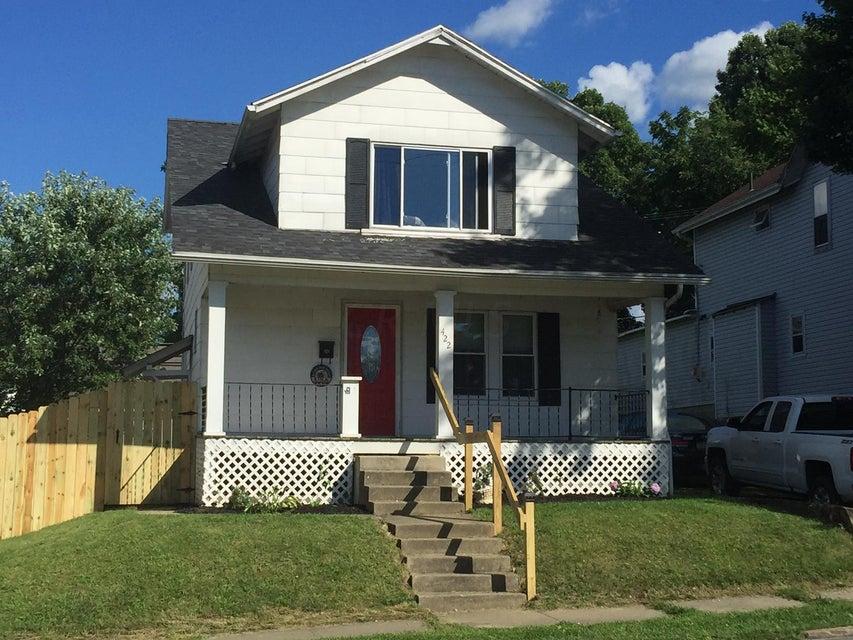 Photo of home for sale at 422 Cedar Street N, Newark OH