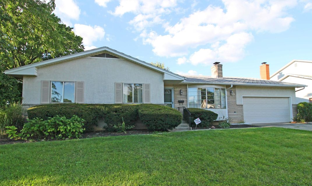 Photo of home for sale at 1212 Ironwood Drive, Columbus OH