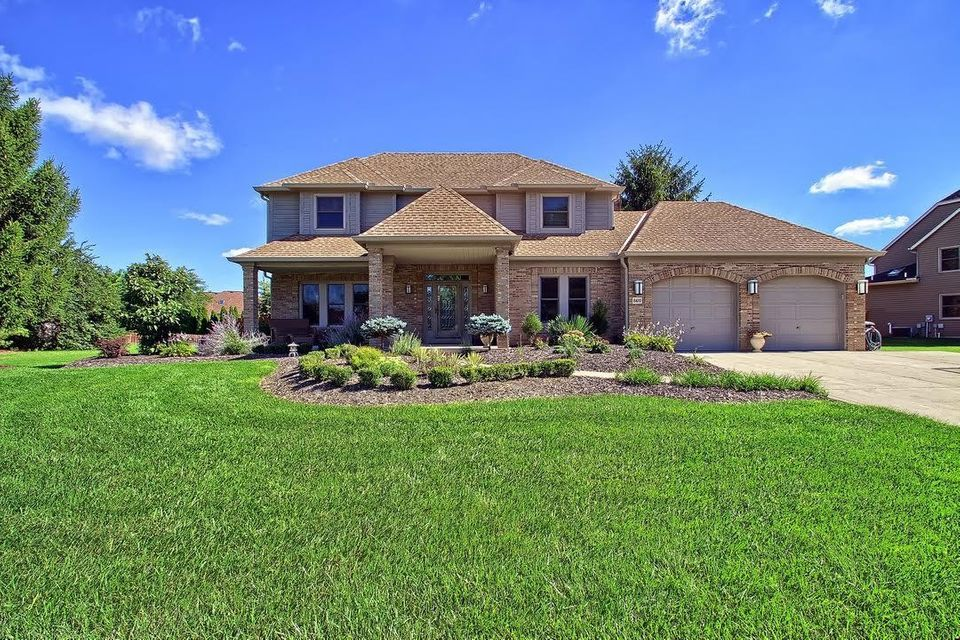 Photo of home for sale at 8610 CHATEAU Drive NW, Pickerington OH