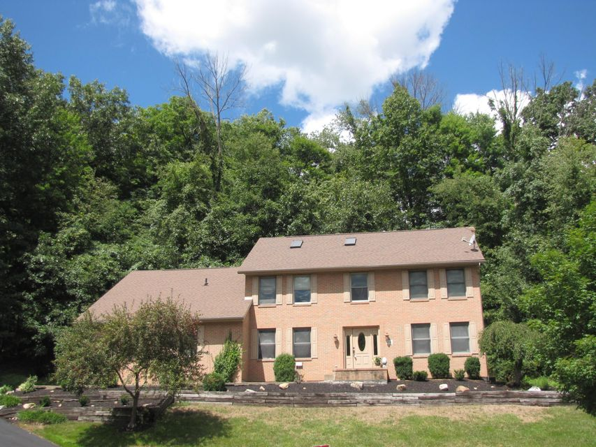 Photo of home for sale at 1442 Misty Glen Drive, Newark OH