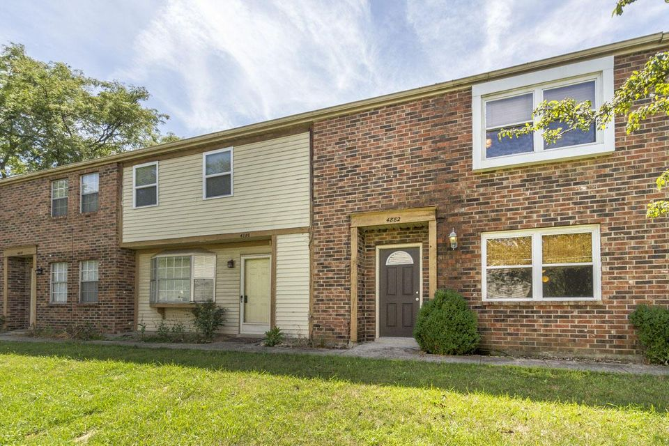 Photo of home for sale at 4882 Kristie Falls, Columbus OH