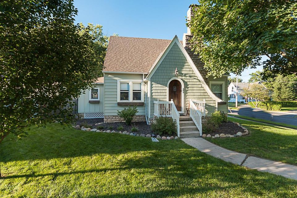 Photo of home for sale at 504 7th Street W, Marysville OH