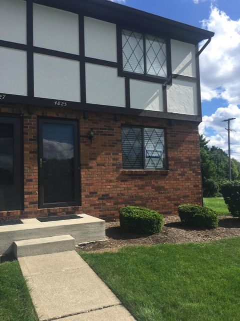 Photo of home for sale at 4825 Berryhill Court, Columbus OH