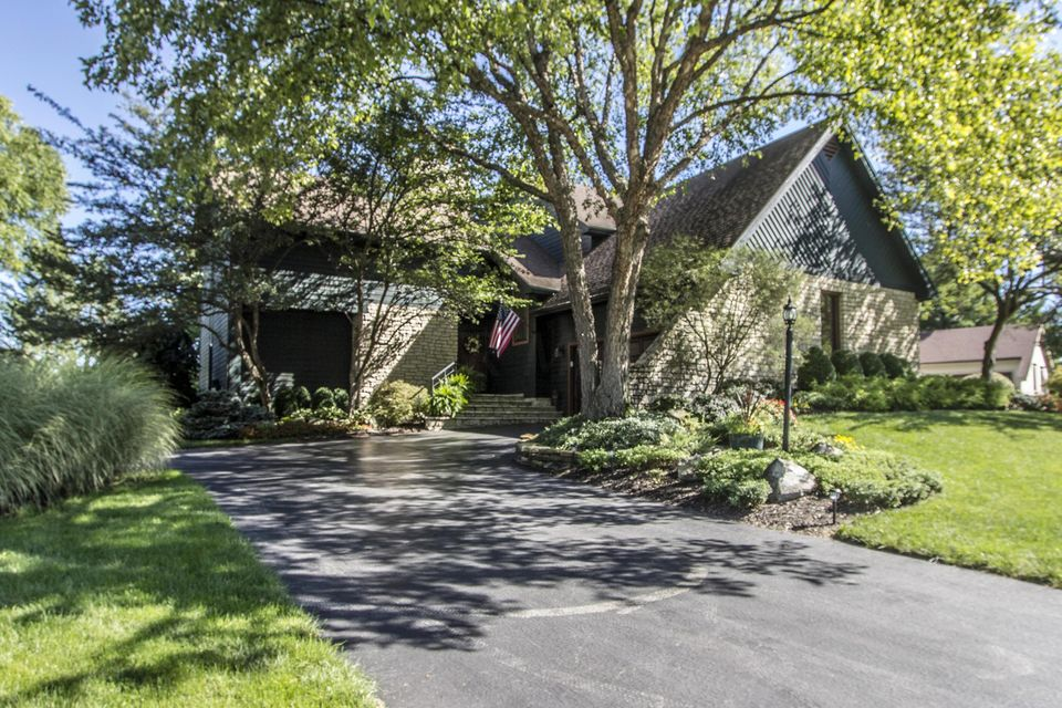 Photo of home for sale at 5278 Springfield Drive, Westerville OH