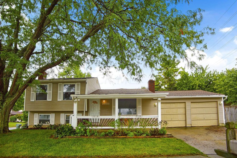 Photo of home for sale at 2501 Blue Rock Boulevard, Grove City OH