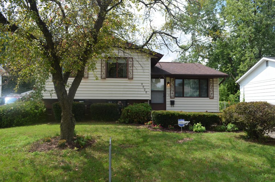Photo of home for sale at 2265 New Village Road, Columbus OH