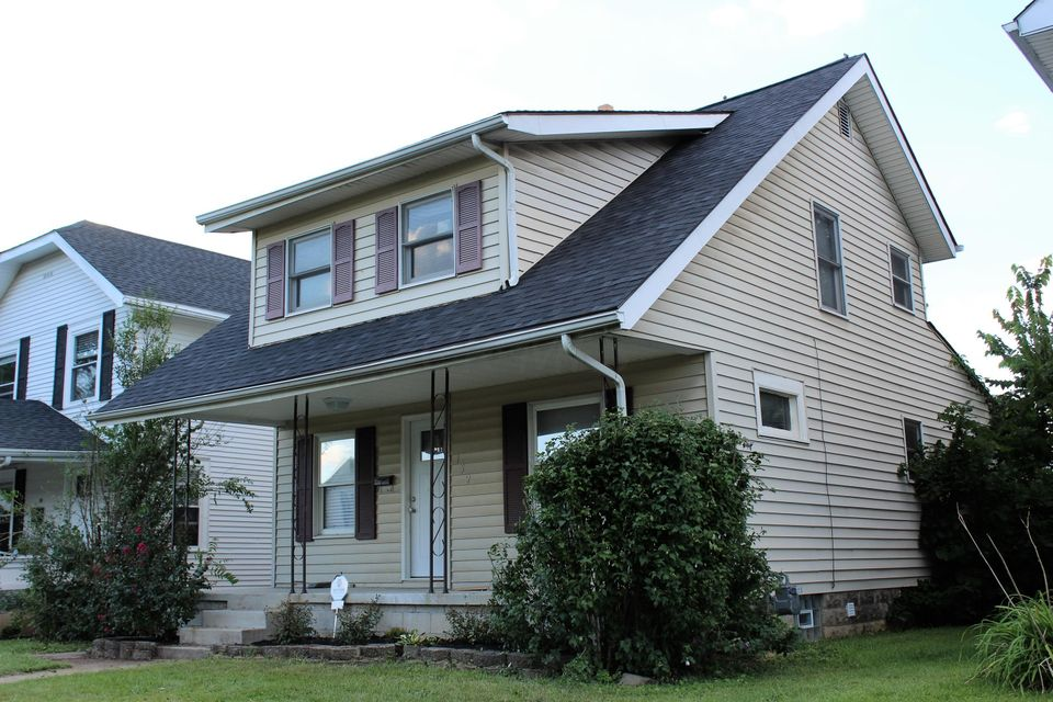 Photo of home for sale at 152 Welch Avenue E, Columbus OH