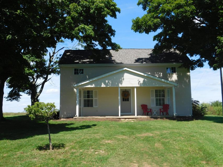 Photo of home for sale at 27711 Caldwell Road, Circleville OH