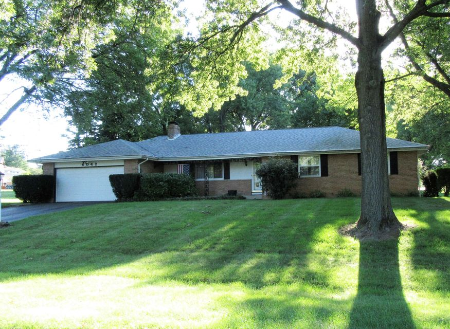 Photo of home for sale at 6042 Barberry Hollow, Columbus OH