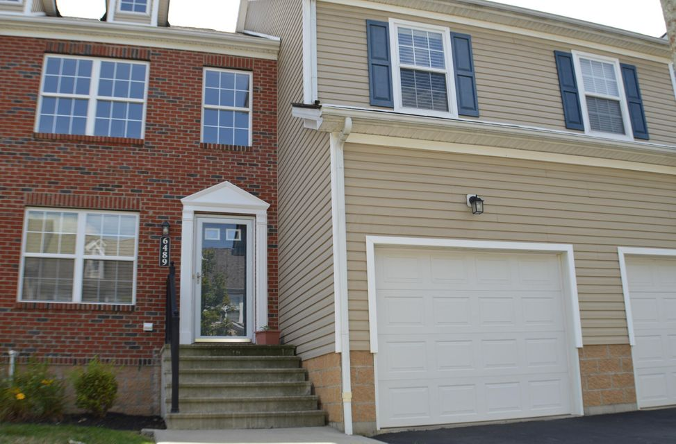 Photo of home for sale at 6489 Ash Rock Circle, Westerville OH