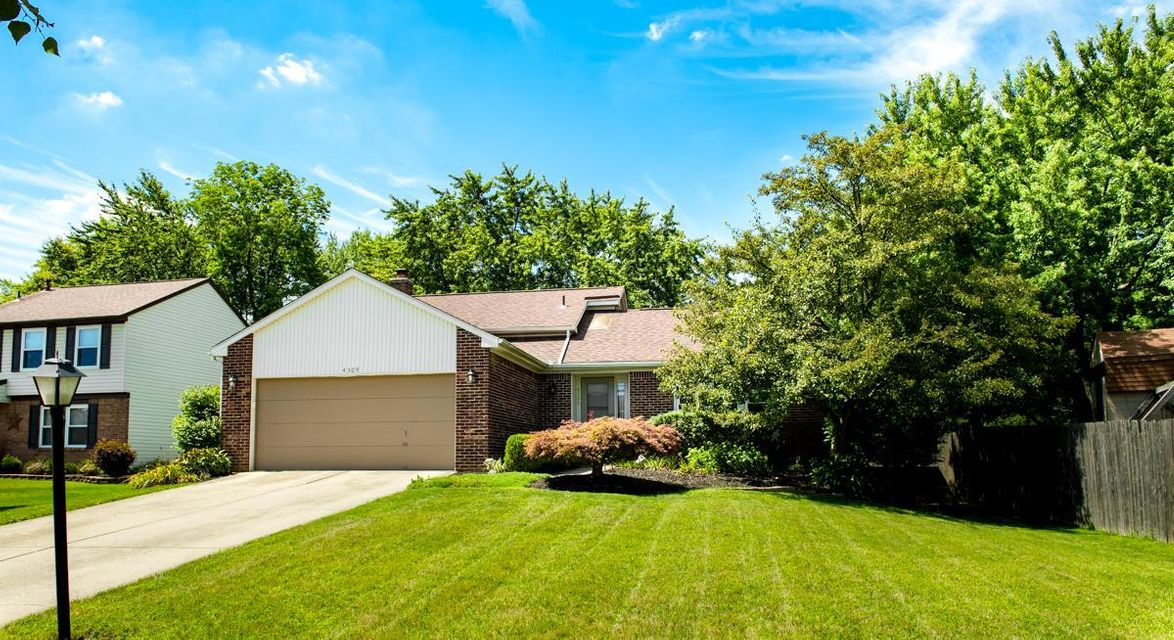 Photo of home for sale at 4309 Kelnor Drive, Grove City OH