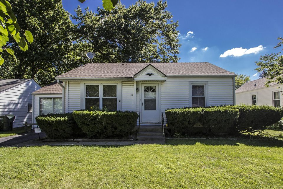 Photo of home for sale at 118 Gould Road N, Columbus OH
