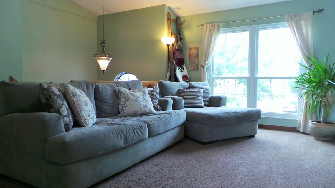 Photo of home for sale at 4924 Wallington Drive, Hilliard OH