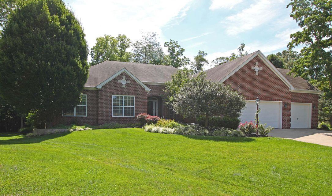 Photo of home for sale at 5086 Meyers Cove Court, Powell OH