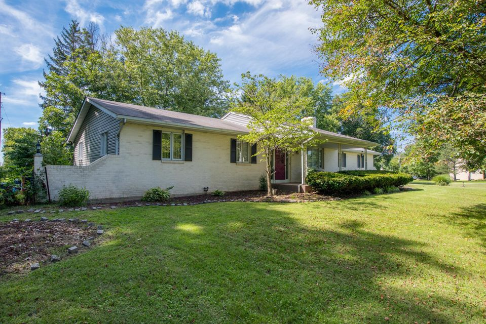 Photo of home for sale at 750 Bowen Road, Canal Winchester OH