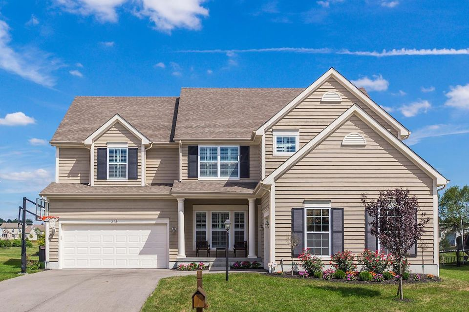 Photo of home for sale at 212 Warbler Court, Pickerington OH