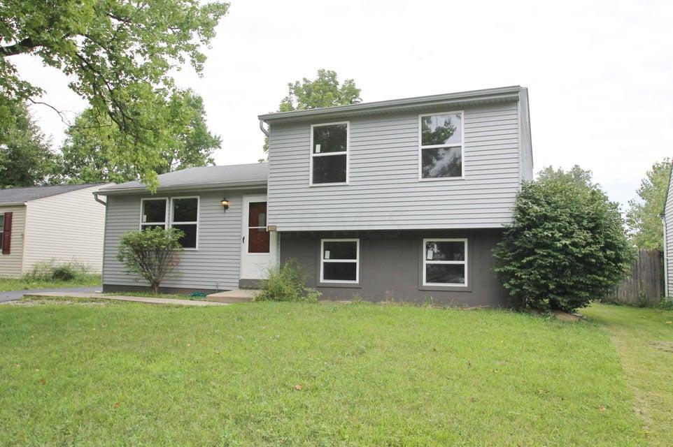 Photo of home for sale at 3088 Sandridge Avenue, Columbus OH