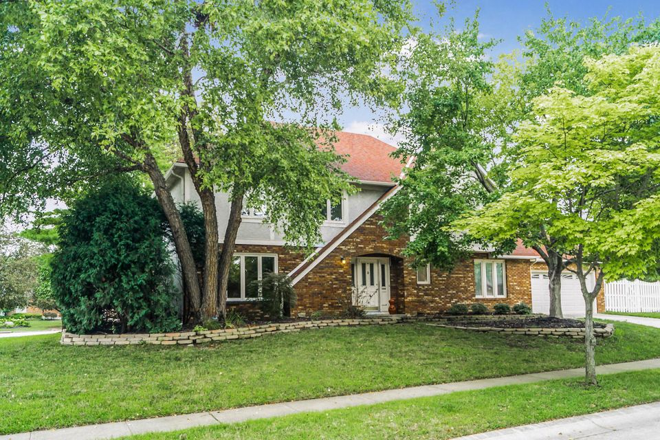 Photo of home for sale at 5433 Tinsbury Court, Columbus OH