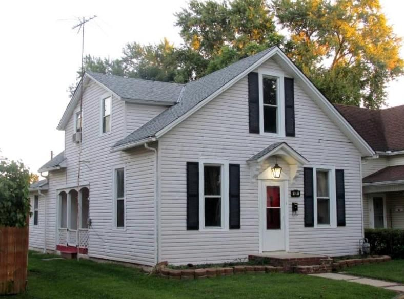 Photo of home for sale at 674 Allen Street E, Lancaster OH