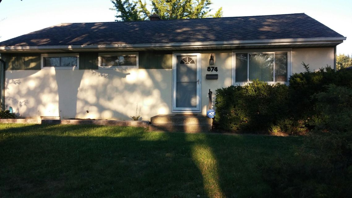 Photo of home for sale at 874 Stephen Drive W, Columbus OH