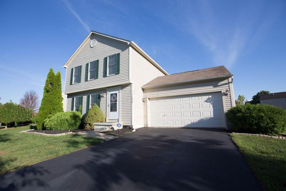 Photo of home for sale at 218 Brushmore Court, Delaware OH