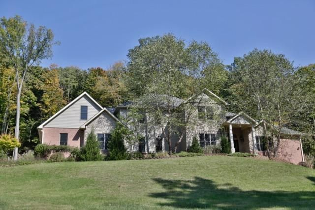 Photo of home for sale at 250 Summerhill Drive, Chillicothe OH