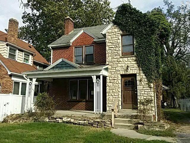 Photo of home for sale at 920 Kelton Avenue, Columbus OH