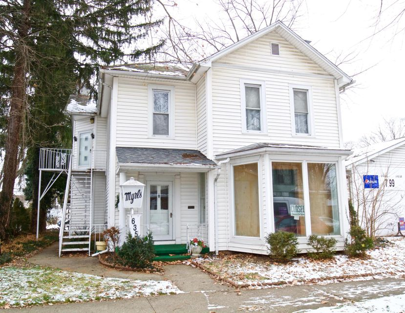 Photo of home for sale at 635 Columbus Street N, Lancaster OH