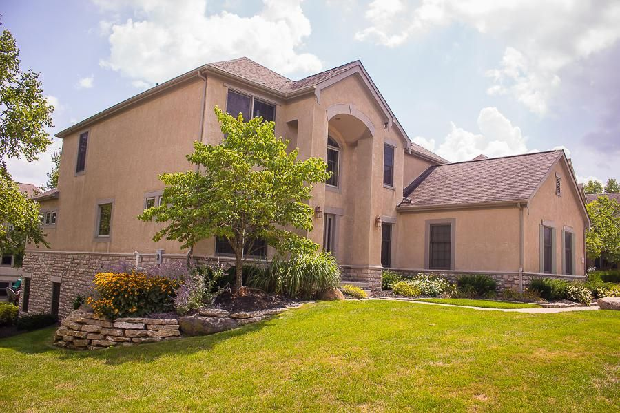 Photo of home for sale at 5425 Gordon Way, Dublin OH