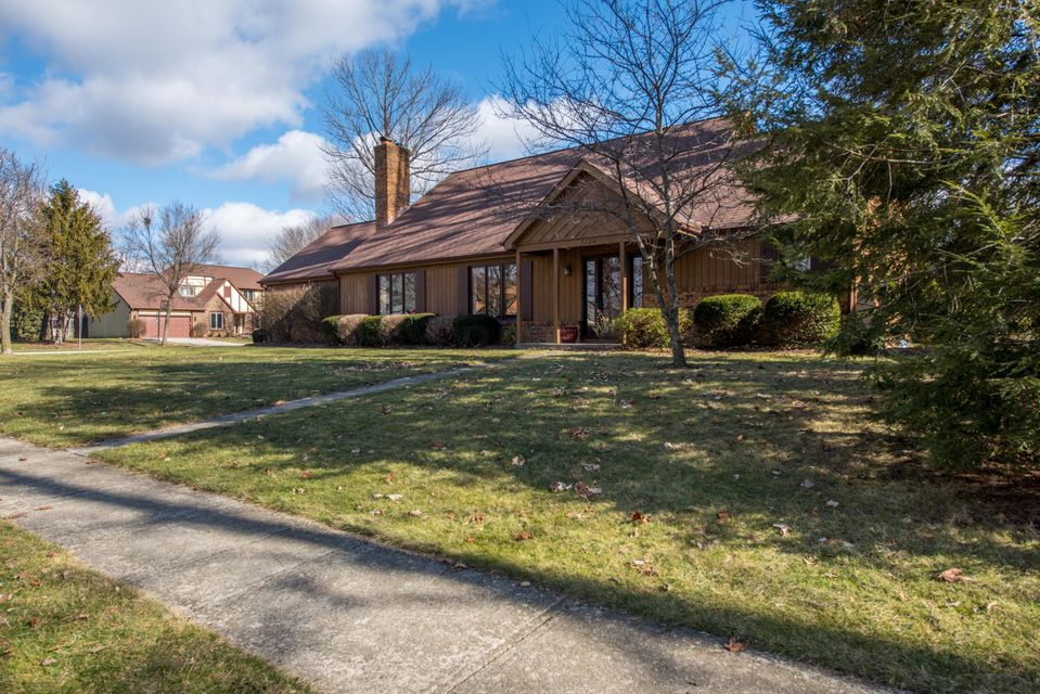 Photo of home for sale at 7120 Scribner Way, Dublin OH