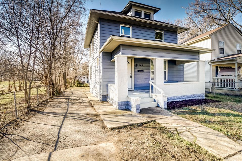 Photo of home for sale at 145 Lechner Avenue, Columbus OH