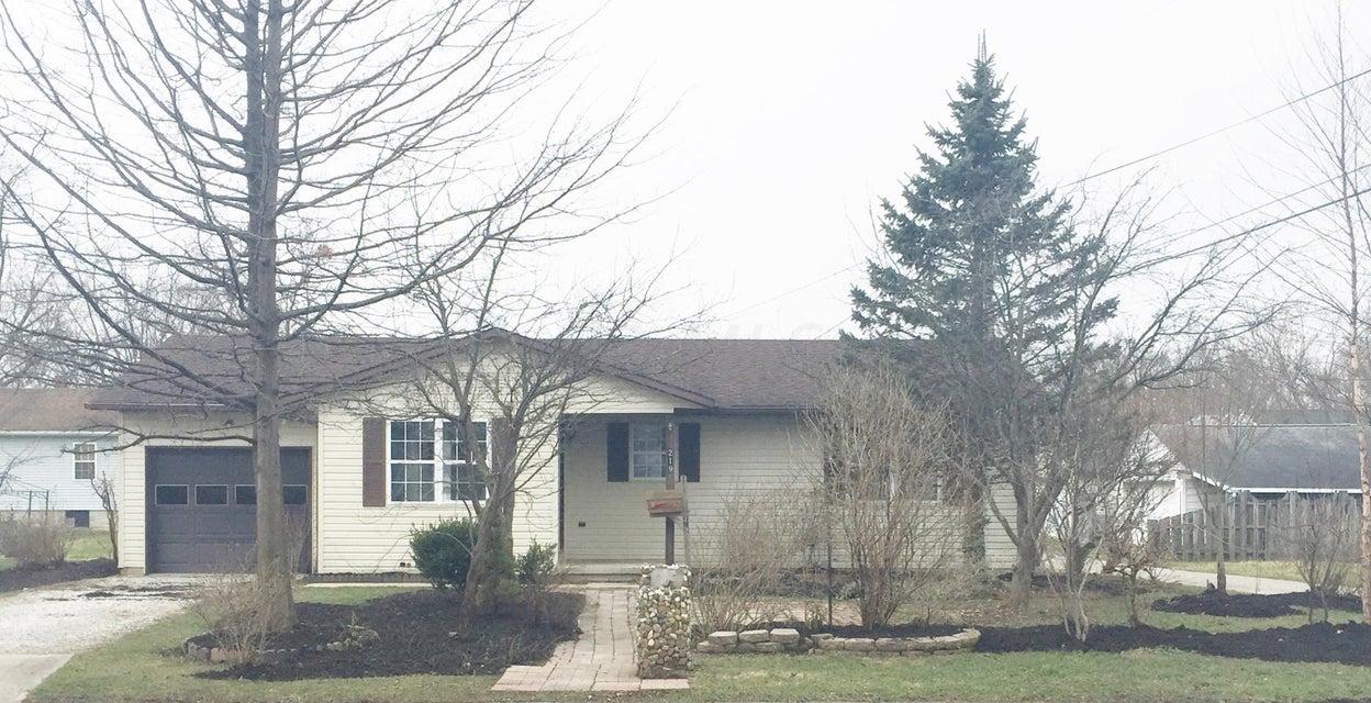Photo of home for sale at 219 Della Avenue, Lancaster OH