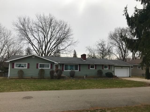 Photo of home for sale at 824 Evergreen Lane, Chillicothe OH