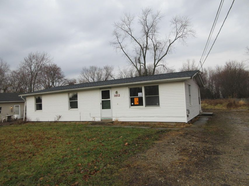 Photo of home for sale at 1612 Dewberry Road, Columbus OH