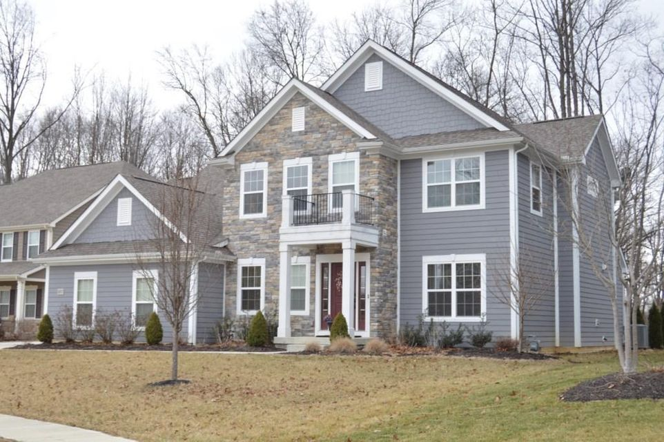 Photo of home for sale at 1007 Heritage Street, Blacklick OH
